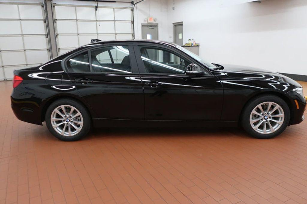 2017 BMW 3 Series 320i xDrive - 16704751 - 4