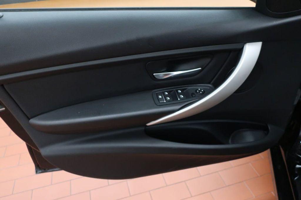 2017 BMW 3 Series 320i xDrive - 16704751 - 8