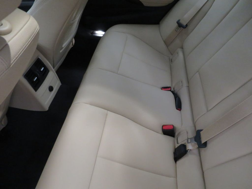 2017 BMW 3 Series 330e iPerformance Plug-In Hybrid - 16329538 - 21