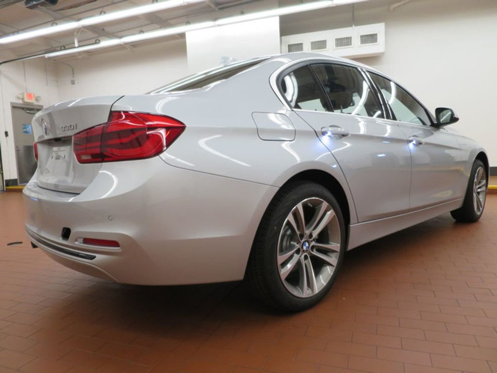 2017 BMW 3 Series 330i - 15659201 - 3