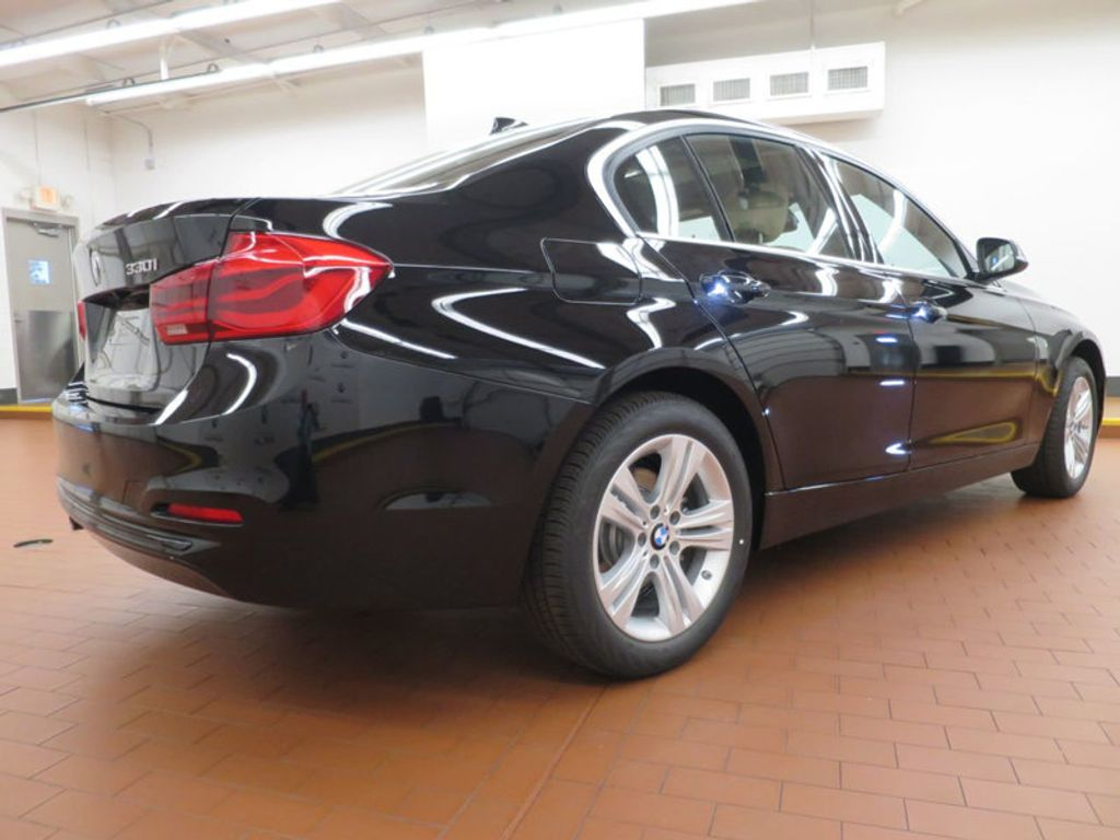 2017 BMW 3 Series 330i - 15749842 - 3