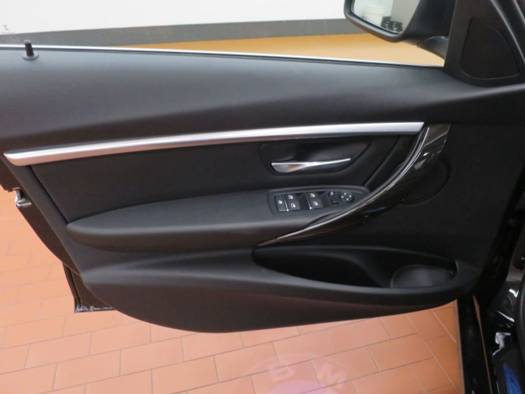 2017 BMW 3 Series 330i - 15749843 - 10