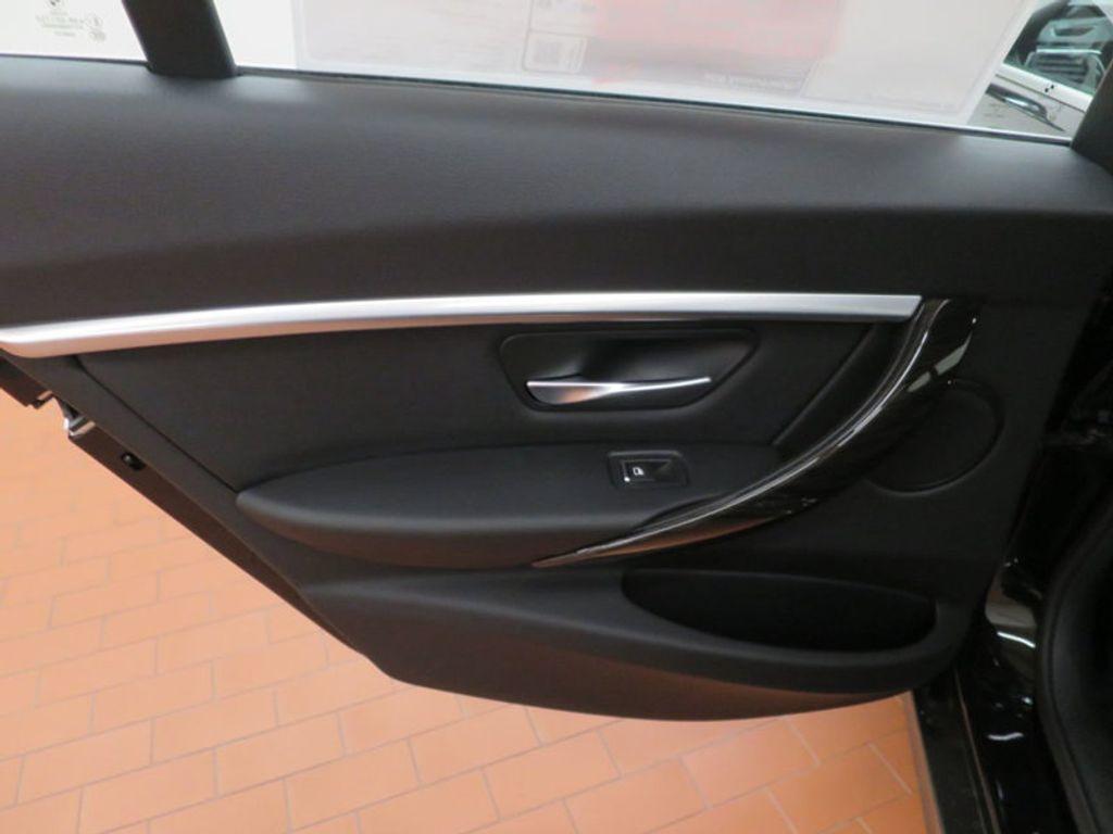 2017 BMW 3 Series 330i - 15749843 - 19