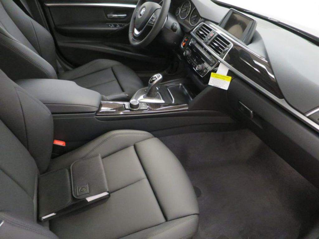 2017 BMW 3 Series 330i - 15749843 - 26