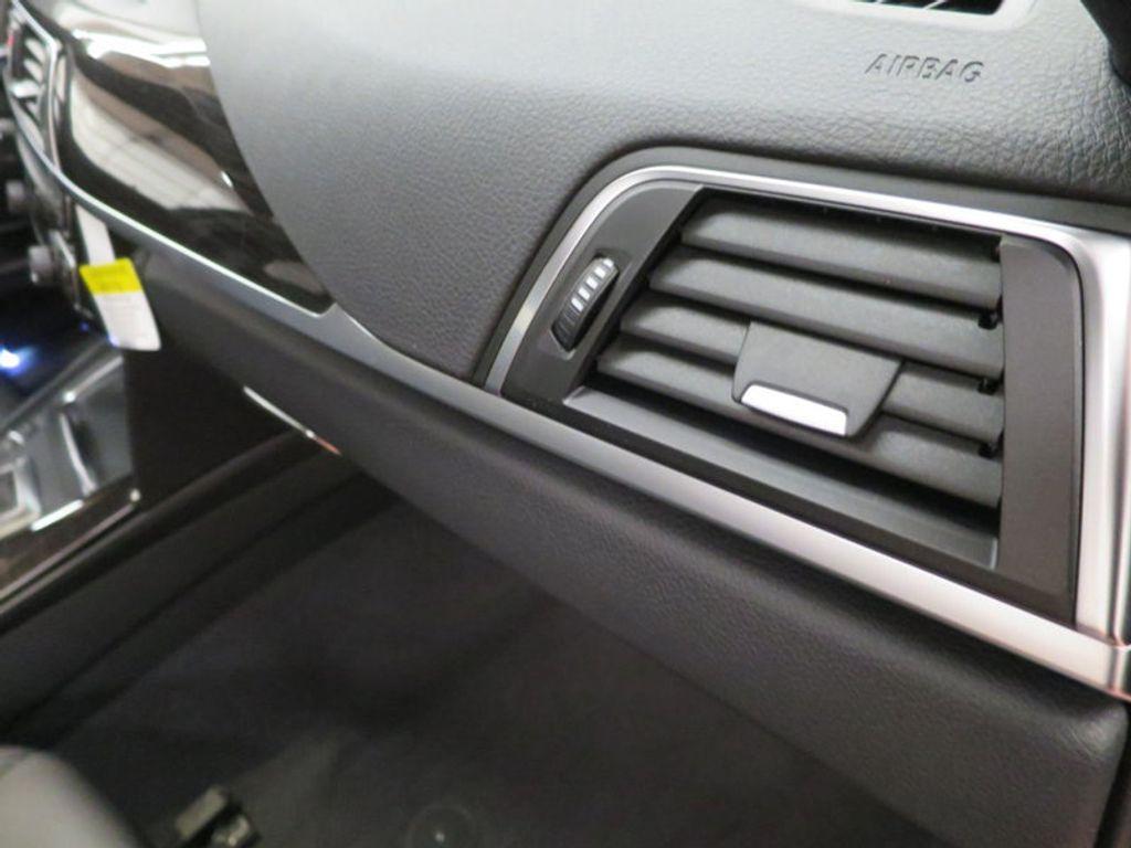 2017 BMW 3 Series 330i - 15749843 - 32