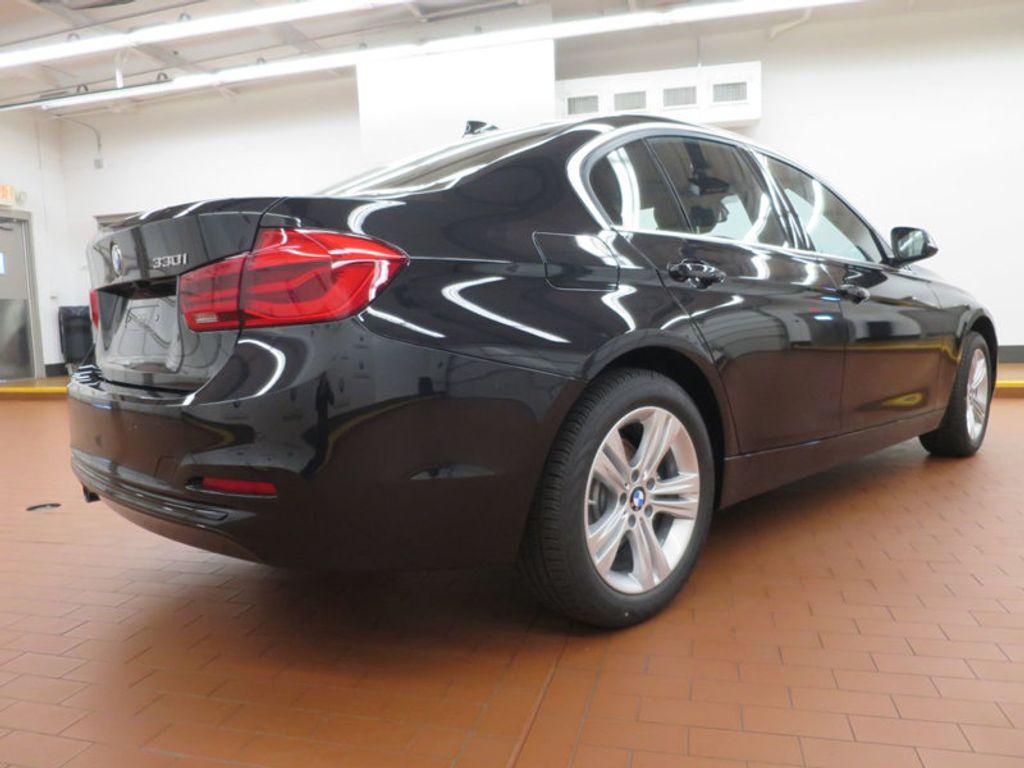 2017 BMW 3 Series 330i - 15749843 - 3