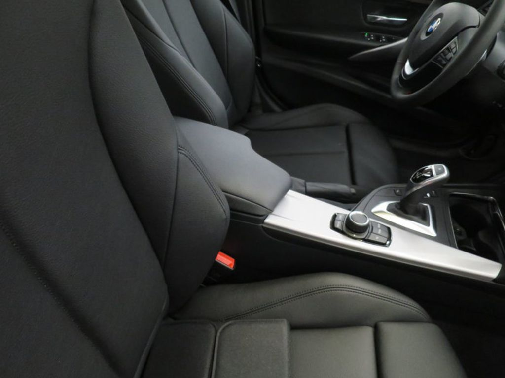 2017 BMW 3 Series 330i - 15749845 - 29