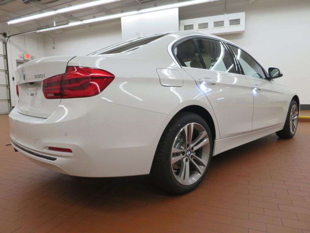 2017 BMW 3 Series 330i - 15754680 - 3