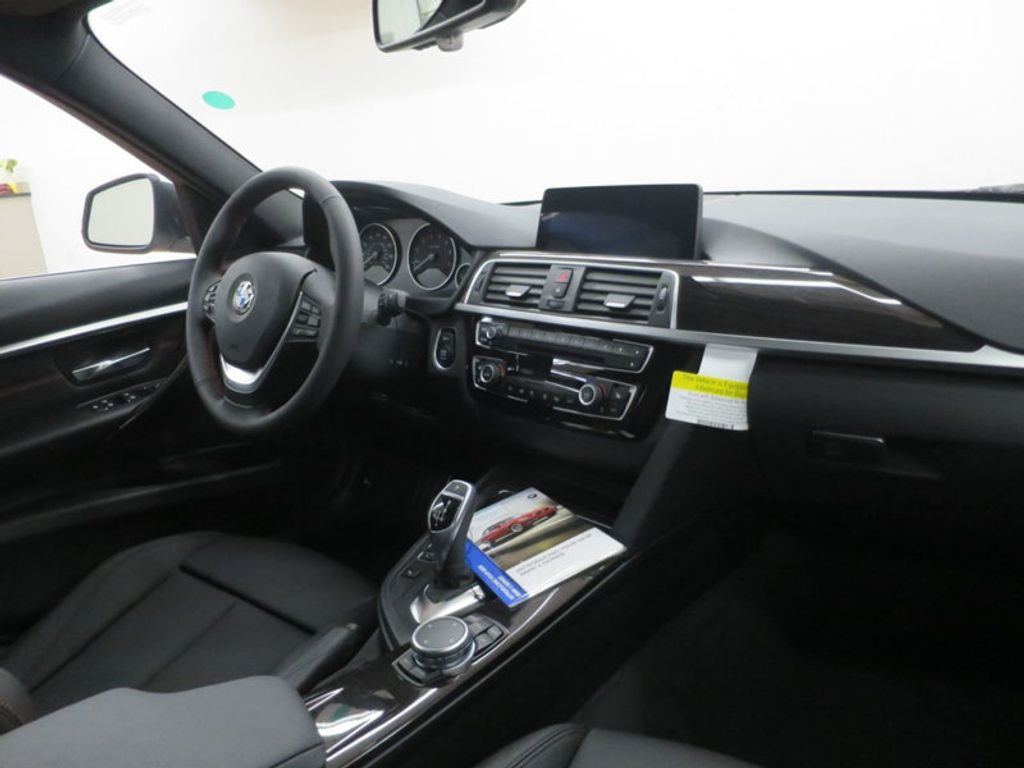 2017 BMW 3 Series 330i - 15835116 - 34