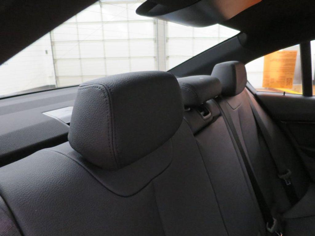 2017 BMW 3 Series 330i - 16564069 - 32