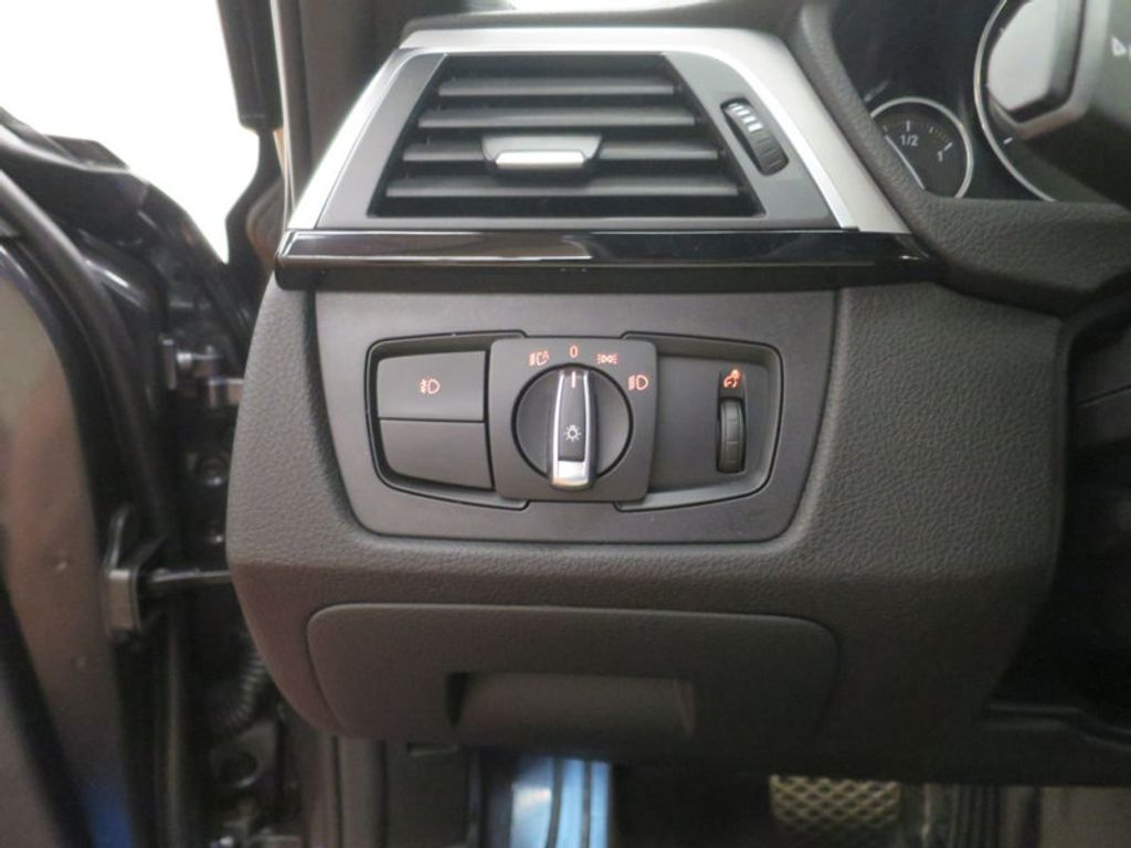 2017 BMW 3 Series 330i - 16564069 - 36