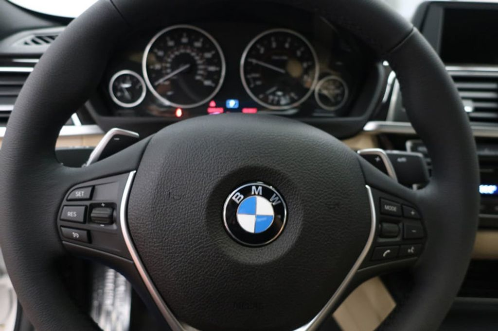 2017 BMW 3 Series 330i - 16605888 - 35