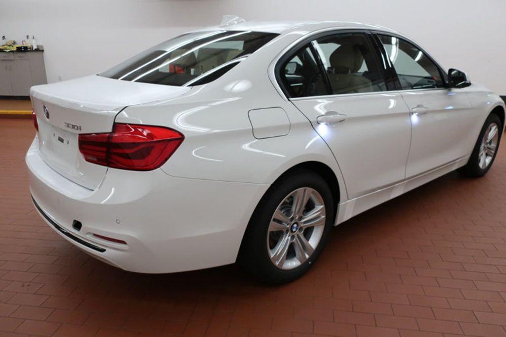 2017 BMW 3 Series 330i - 16605888 - 3