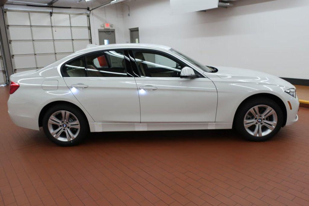2017 BMW 3 Series 330i - 16605888 - 4