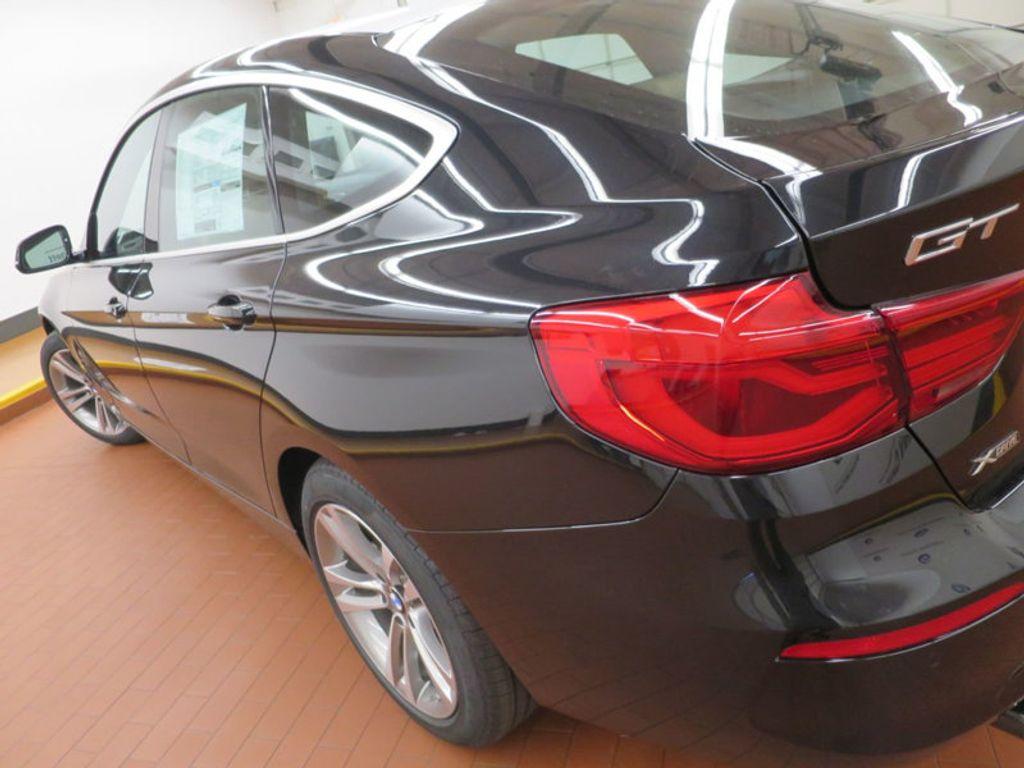 2017 BMW 3 Series 330i xDrive Gran Turismo - 15719351 - 9
