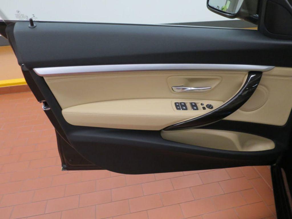 2017 BMW 3 Series 330i xDrive Gran Turismo - 15719351 - 11
