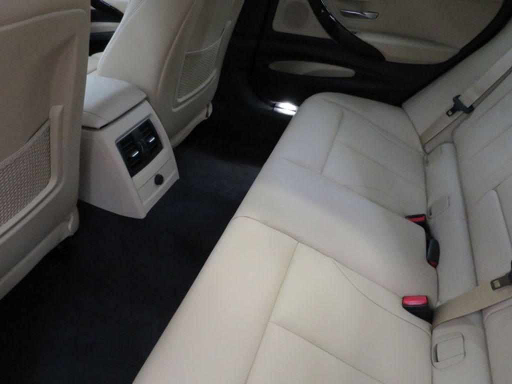 2017 BMW 3 Series 330i xDrive Gran Turismo - 15719351 - 22