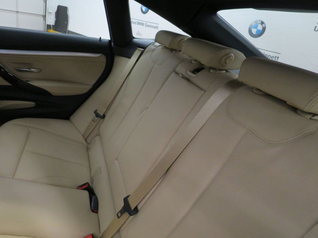 2017 BMW 3 Series 330i xDrive Gran Turismo - 15719351 - 23