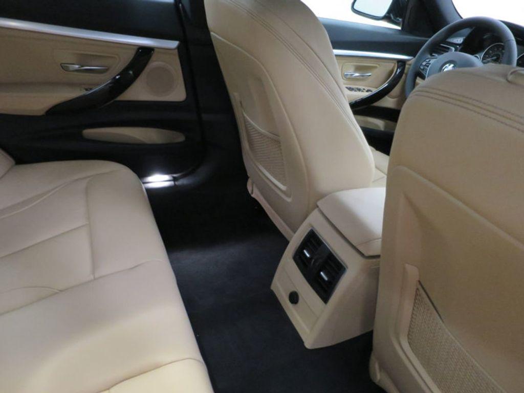 2017 BMW 3 Series 330i xDrive Gran Turismo - 15719351 - 38