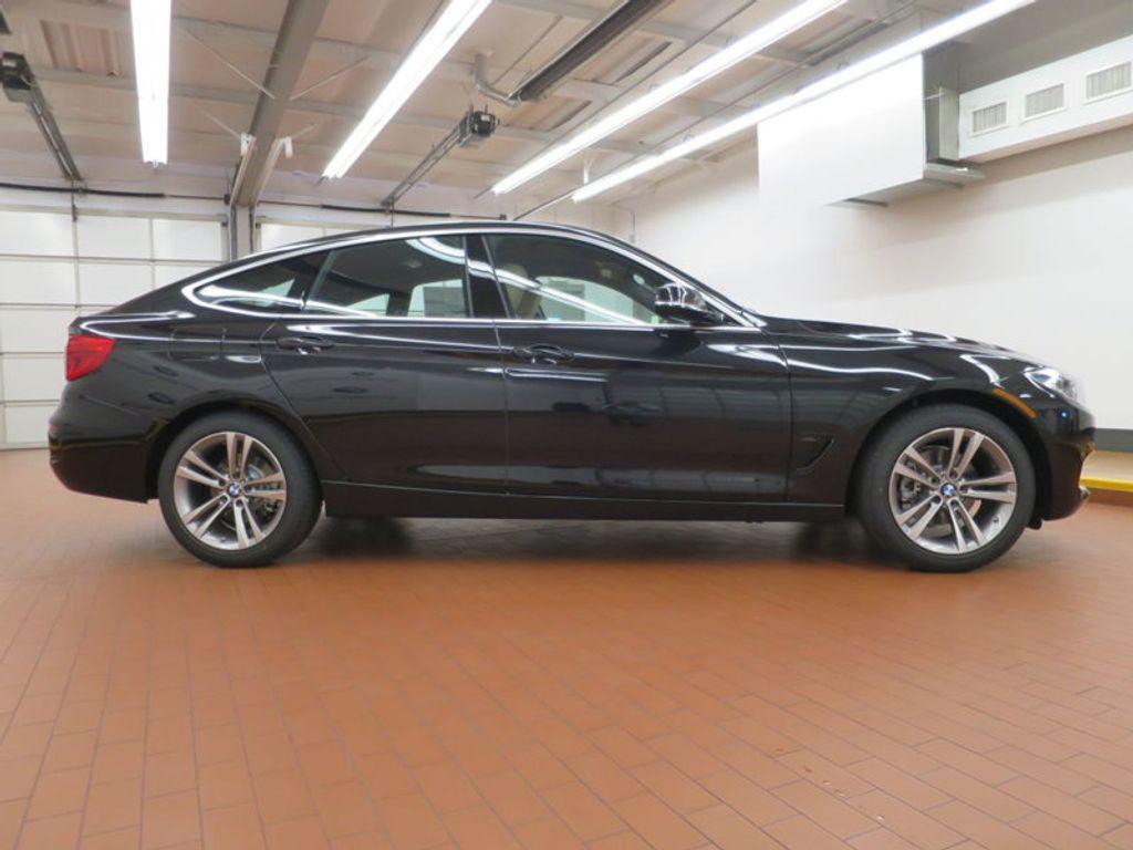 2017 BMW 3 Series 330i xDrive Gran Turismo - 15719351 - 4
