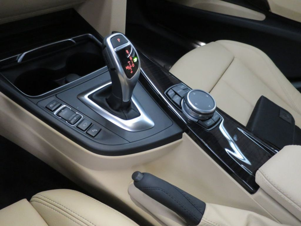 2017 BMW 3 Series 330i xDrive Gran Turismo - 15719351 - 53