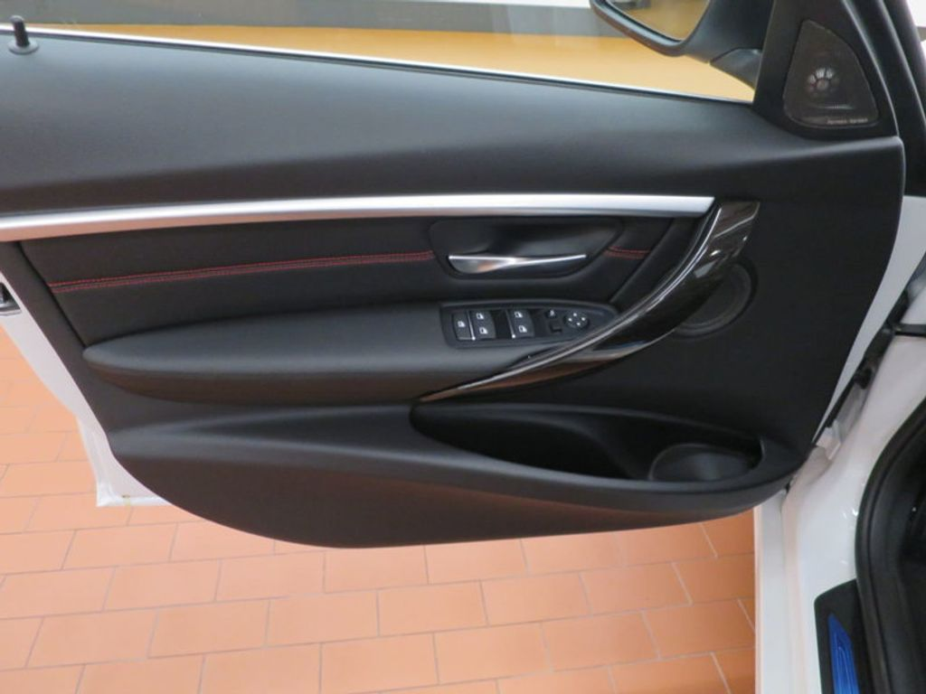 2017 BMW 3 Series 340i - 15768011 - 12