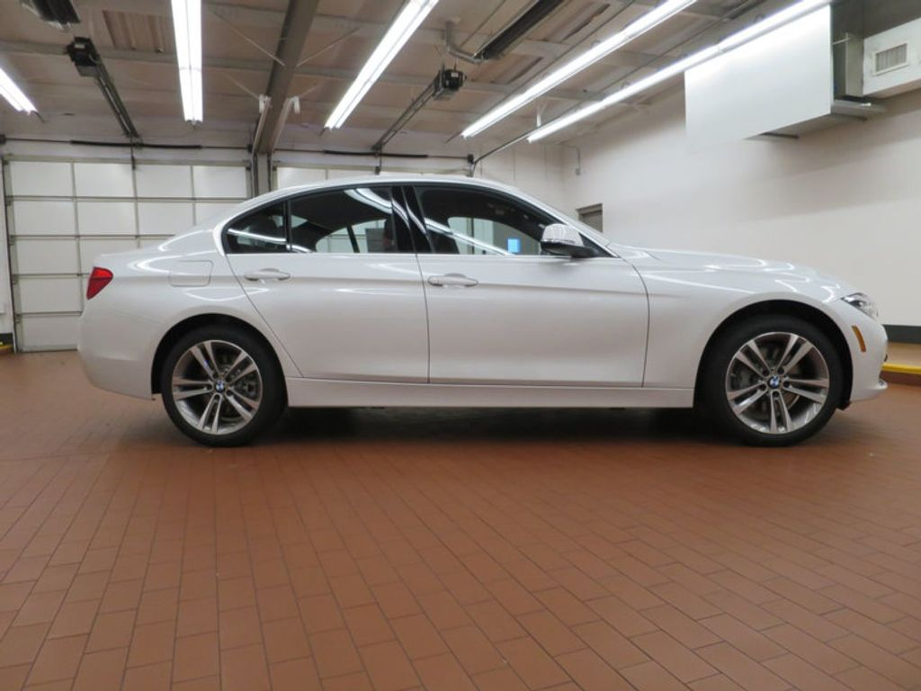 2017 BMW 3 Series 340i - 15768011 - 4