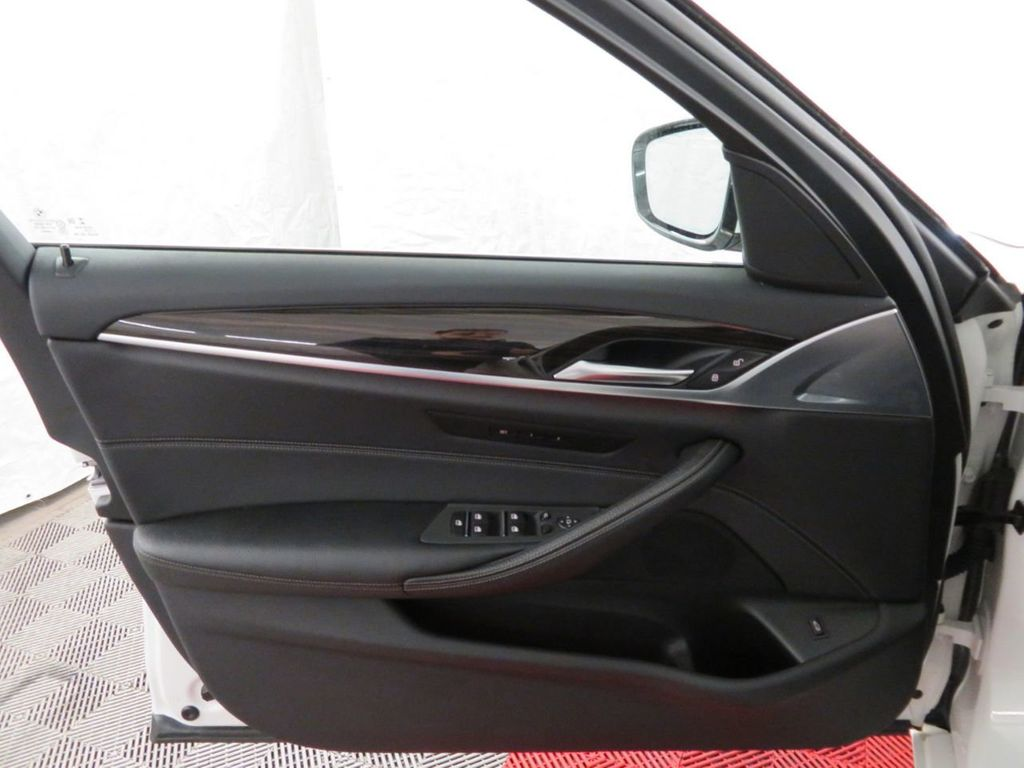 2017 BMW 5 Series 530i xDrive - 18406481 - 13
