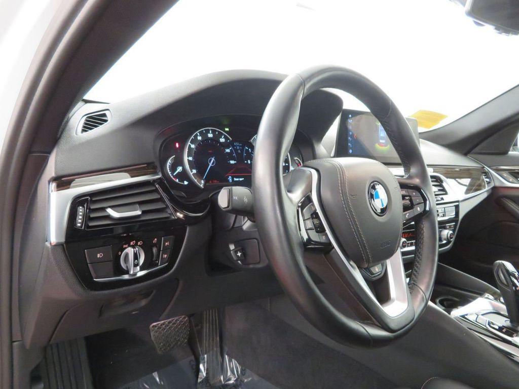 2017 BMW 5 Series 530i xDrive - 18406481 - 16
