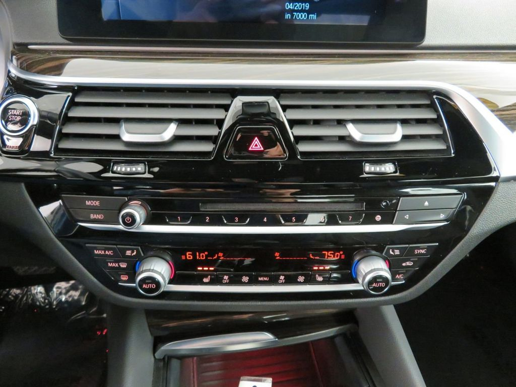 2017 BMW 5 Series 530i xDrive - 18406481 - 33