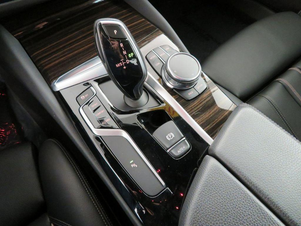 2017 BMW 5 Series 530i xDrive - 18406481 - 34