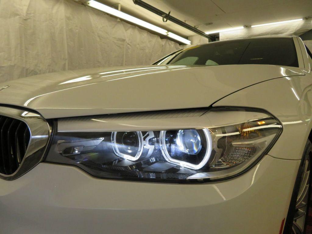 2017 BMW 5 Series 530i xDrive - 18406481 - 39
