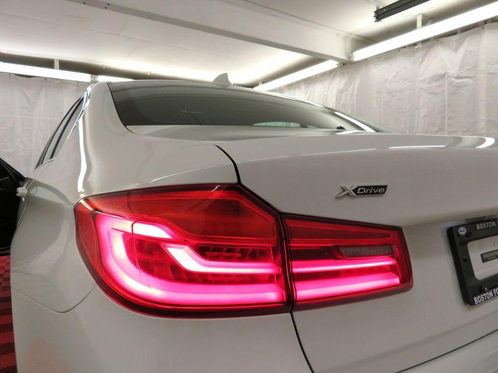 2017 BMW 5 Series 530i xDrive - 18406481 - 40
