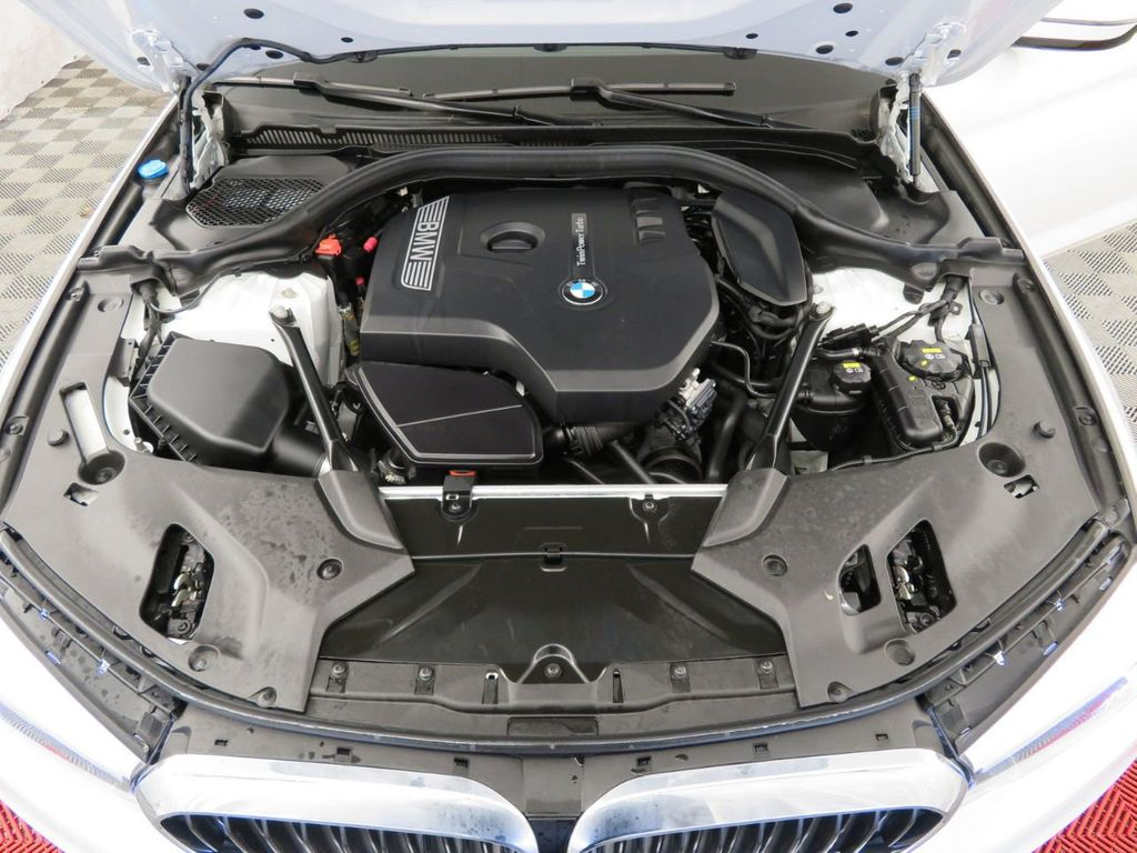 2017 BMW 5 Series 530i xDrive - 18406481 - 41