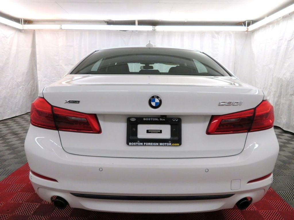 2017 BMW 5 Series 530i xDrive - 18406481 - 4