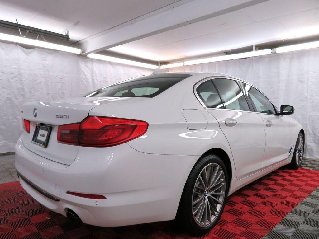 2017 BMW 5 Series 530i xDrive - 18406481 - 5
