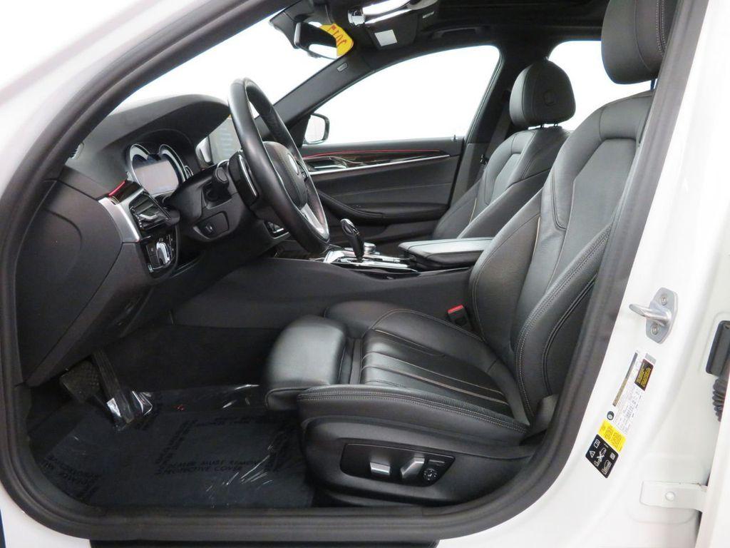 2017 BMW 5 Series 530i xDrive - 18406481 - 7