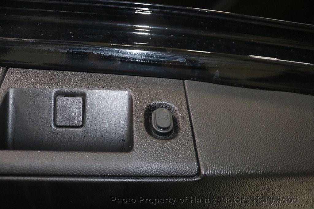 2017 Cadillac Escalade 4WD 4dr Luxury - 17886158 - 9