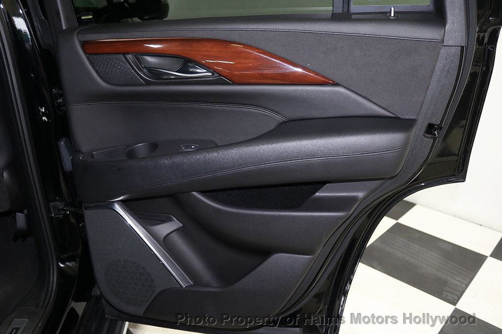 2017 Cadillac Escalade 4WD 4dr Luxury - 17886158 - 12