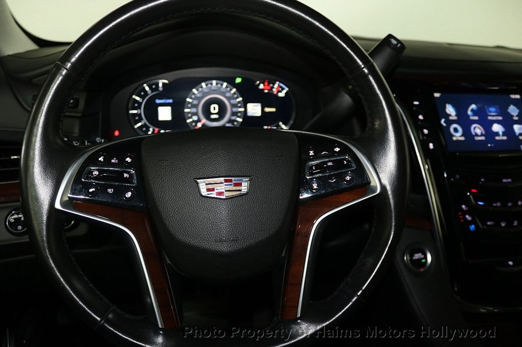 2017 Cadillac Escalade 4WD 4dr Luxury - 17886158 - 31