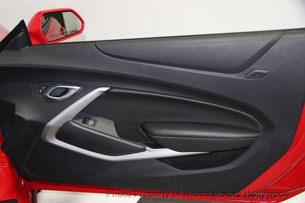 2017 Chevrolet Camaro 2dr Convertible LT w/1LT - 16981521 - 13
