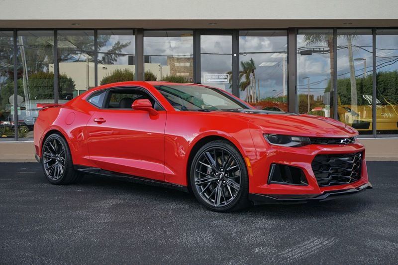 2017 Chevrolet Camaro 2dr Coupe ZL1 - Click to see full-size photo viewer