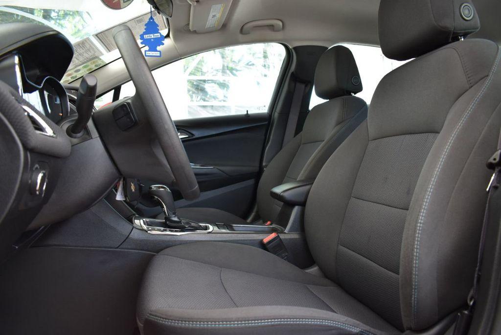 2017 Chevrolet CRUZE  - 18615529 - 12