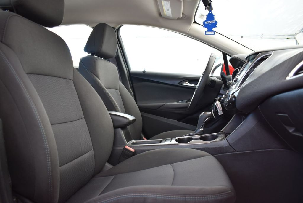 2017 Chevrolet CRUZE  - 18615529 - 14