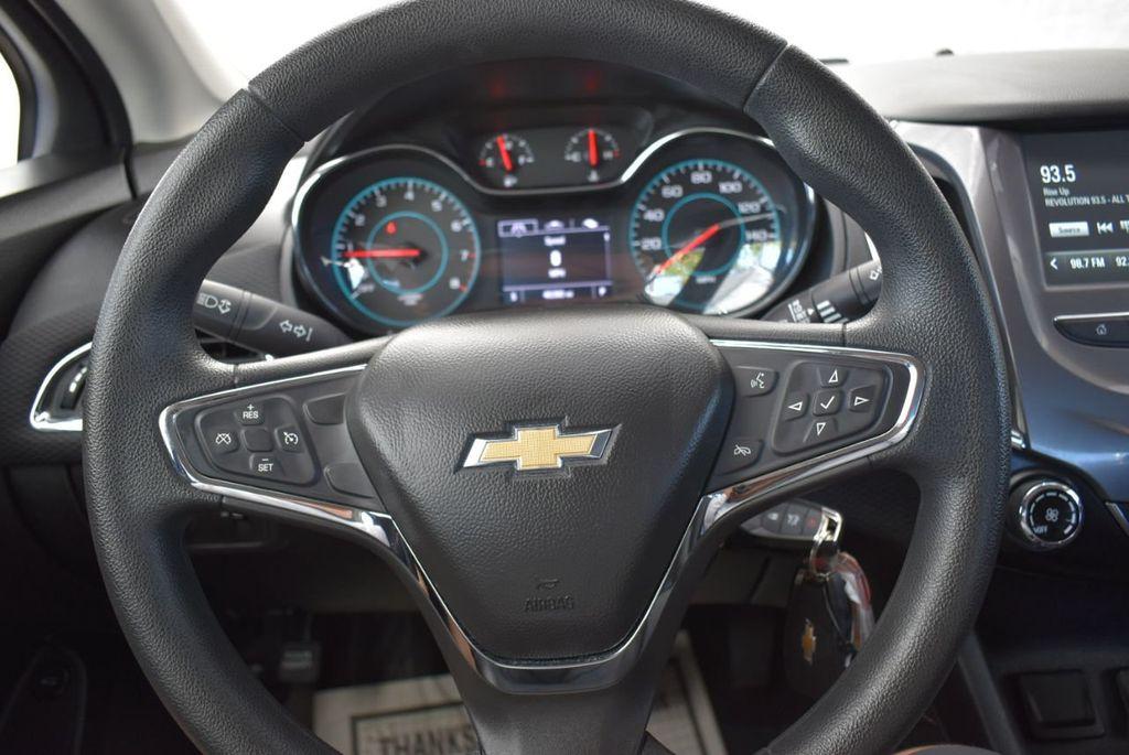2017 Chevrolet CRUZE  - 18615529 - 19