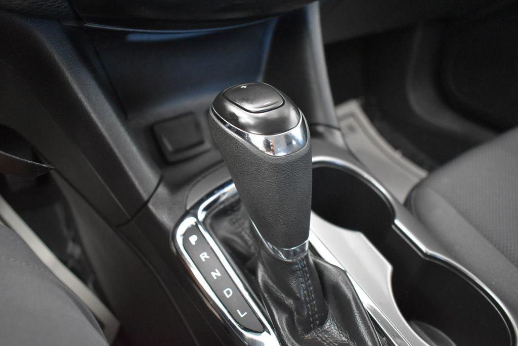 2017 Chevrolet CRUZE  - 18615529 - 23