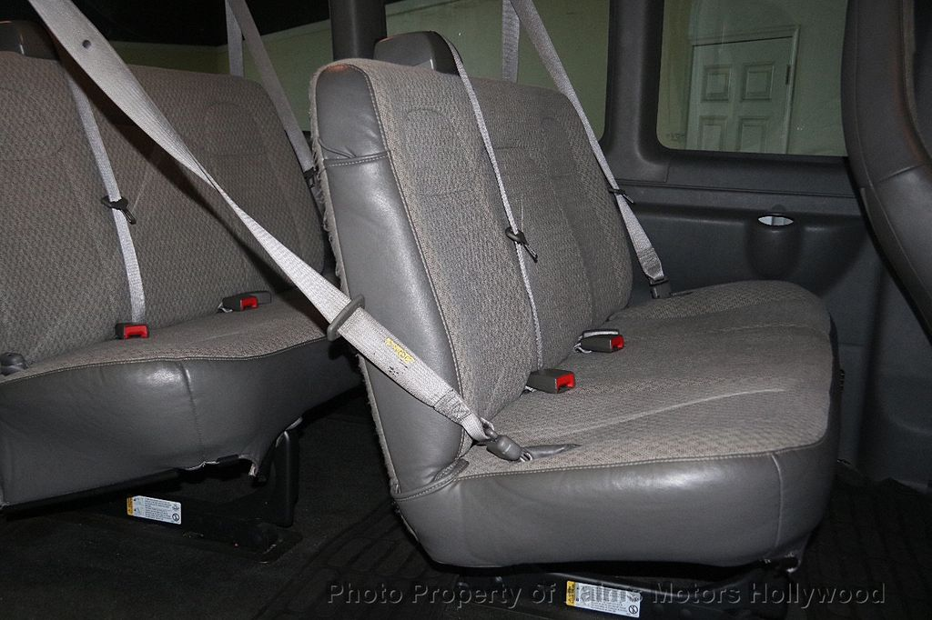 "2017 Chevrolet Express Passenger RWD 3500 155"" LT w/1LT - 17362752 - 14"