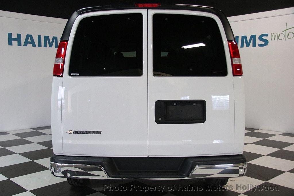 "2017 Chevrolet Express Passenger RWD 3500 155"" LT w/1LT - 17362752 - 5"