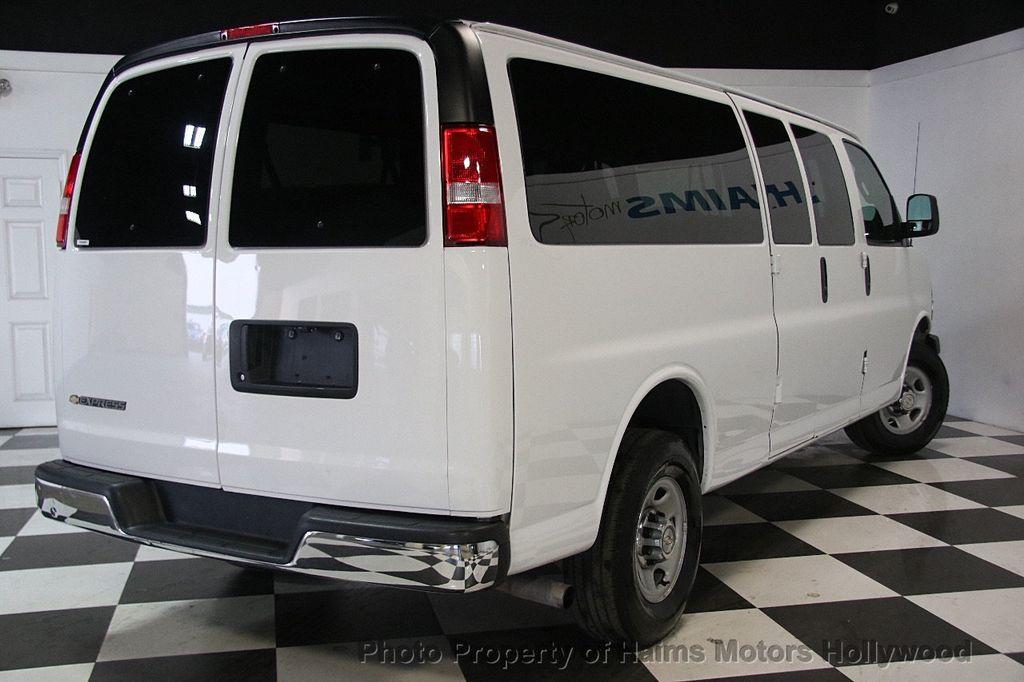"2017 Chevrolet Express Passenger RWD 3500 155"" LT w/1LT - 17362752 - 6"
