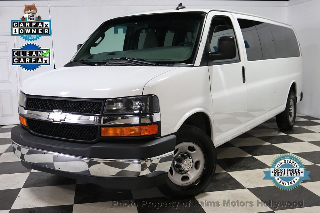 "2017 Chevrolet Express Passenger RWD 3500 155"" LT w/1LT - 18074964 - 0"